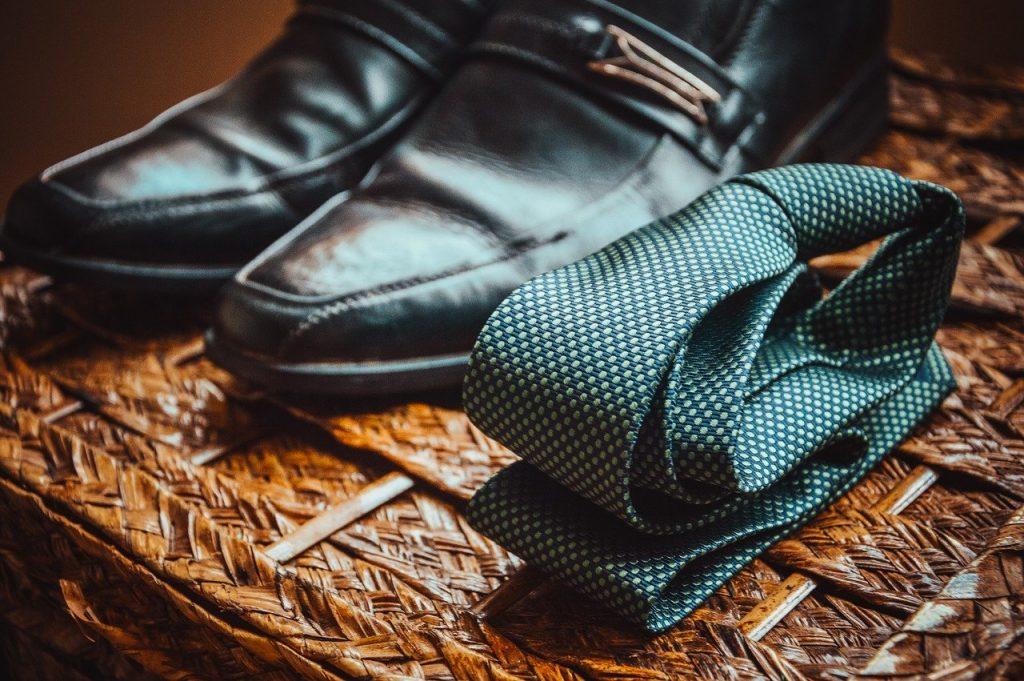 chaussures et cravate