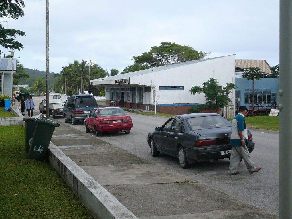 Une rue peu animée de Alofi à Niue