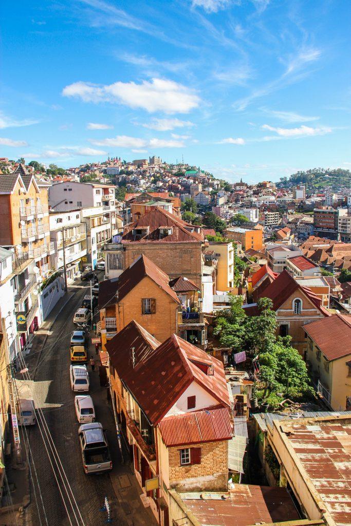 vue aérienne des maisons de la vieille ville de Antananarivo à Madagascar